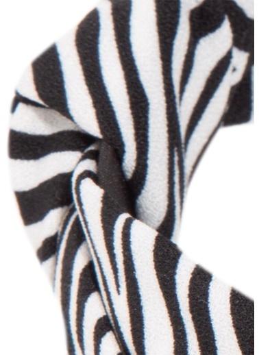 Mavi Zebra Desenli Taç Beyaz